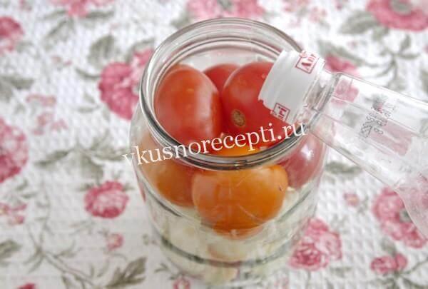 Маринованная цветная капуста с помидорами в банке