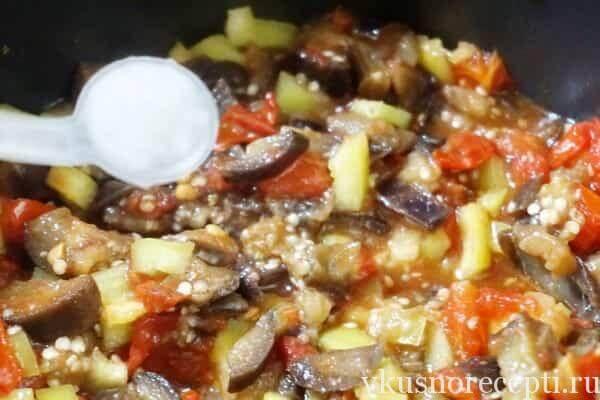 Баклажанная икра с перцем и помидорами в мультиварке
