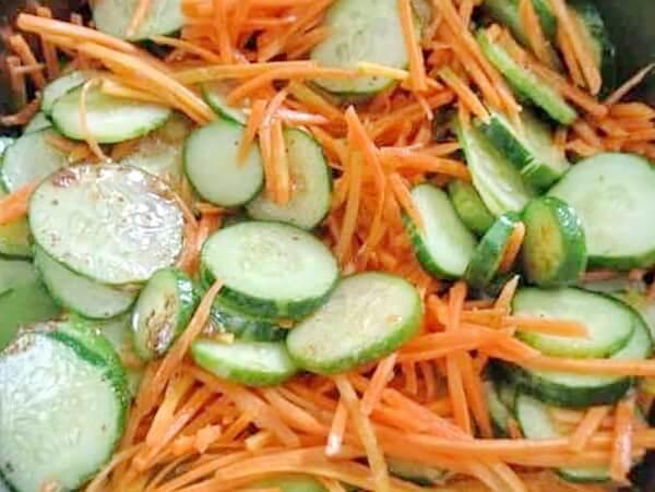 Салат из огурцов по-корейски с морковью