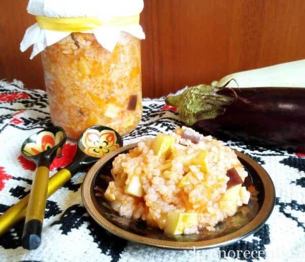 Салат с овощами и рисом на зиму