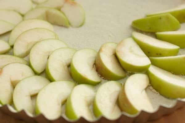 Яблочная шарлотка в духовке