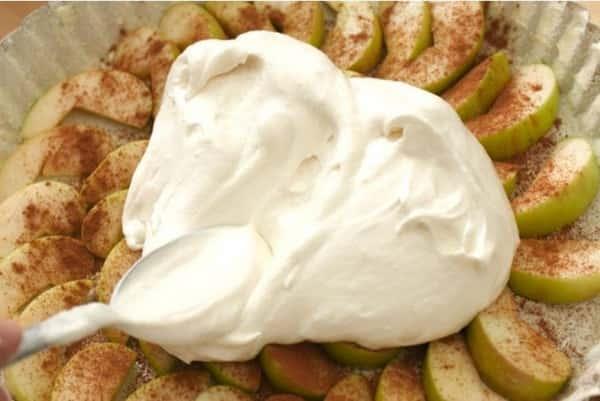 Простой рецепт яблочной шарлотки в духовке