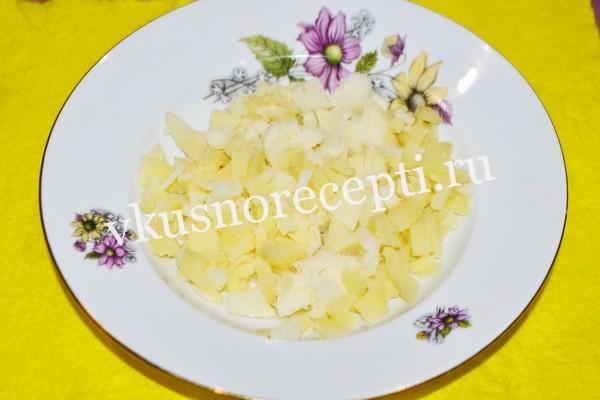 Селёдка под шубой рецепт классический с яйцом: слой картофеля