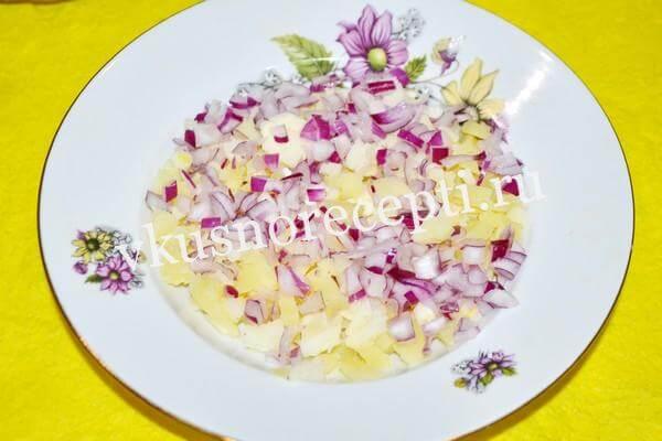 Селёдка под шубой рецепт классический с яйцом: слой лука