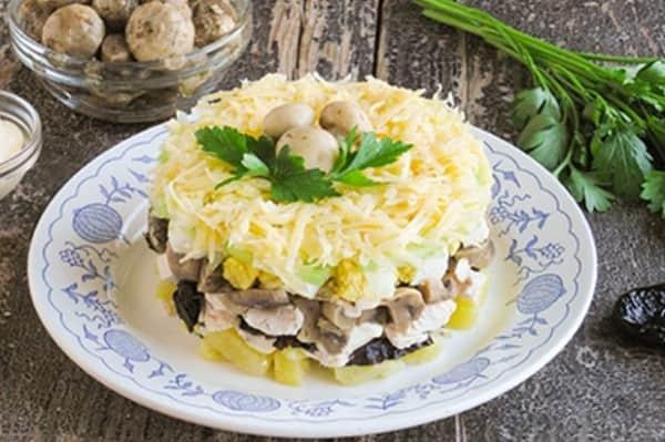 Салат на новый год с грибами