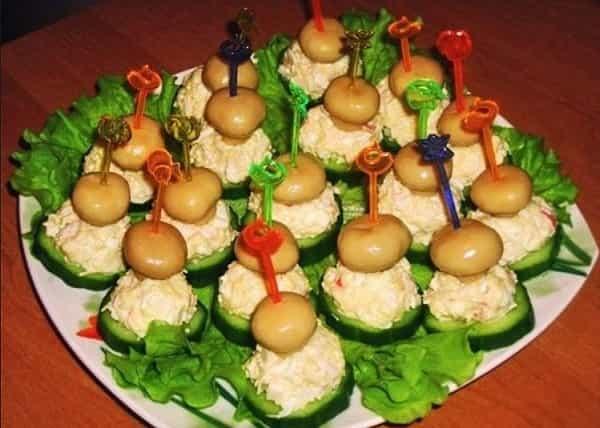 Закуска из маринованных грибов