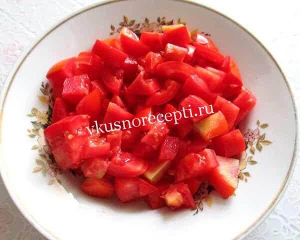 Новогодний салат с курицей и помидорами