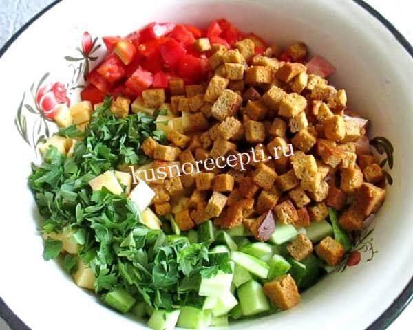 Новогодний салат с курицей  и кириешками