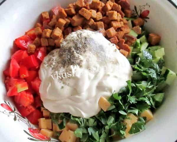 Новогодний салат с курицей и майонезом