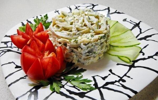 Салат с кальмарами и ананасами на новогодний стол