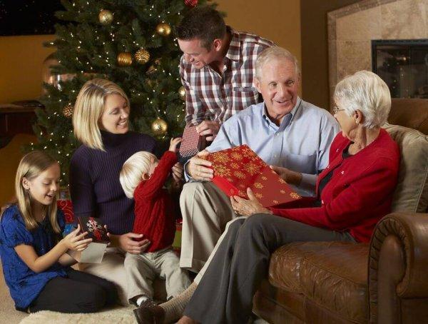 Что подарить на Новый год 2020: идеи подарков для родителей