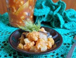 Баклажаны с цветной капустой в томатном соусе на зиму